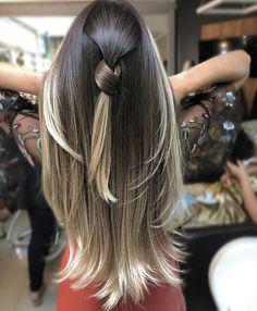 "Liliane Oliveira on Instagram: ""Linhas de contorno em degradê 👉🏻👉🏻 @jainevargas ❤️ #salao#gyn#goiania#brasil#studioliss#studiolisslozandes"" Cabelo Ombre Hair, Balyage Hair, Blonde Hair With Highlights, Brown Blonde Hair, Hombre Hair, Beautiful Brown Hair, Hair Junkie, Grunge Hair, Stylish Hair"