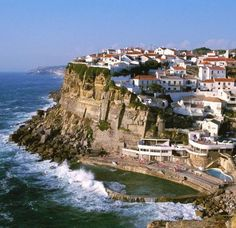 Azenhas do Mar : prepare your stay with the Michelin Green Guide. Useful info, unmissable tourist sites, hotels and restaurants - Azenhas do Mar Azenhas Do Mar, Travel Store, Gothic Cathedral, Most Beautiful Cities, Beautiful Scenery, Tourist Sites, Douro, Pilgrimage, Natural Wonders