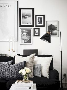 Cool 59 Black and White Living Room Decor with Minimalist Design http://decoraiso.com/index.php/2018/06/29/59-black-and-white-living-room-decor-with-minimalist-design/