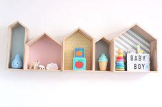 Kinderzimmer von Sophia bunte Häuserregale