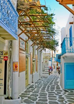 Island of Mykonos in Greece. Dual honeymoon destination with Santorini, July 2002 Santorini Grecia, Mykonos Town, Mykonos Greece, Oh The Places You'll Go, Places To Travel, Places To Visit, Beautiful World, Beautiful Places, Beautiful Streets