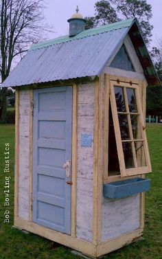 Garden tool shed. All recycled material. Garden tool shed. All recycled material. Garden Tool Shed, Garden Tool Storage, Storage Sheds, Rustic Shed, Large Sheds, Pump House, Pallet House, Small Cottages, Home Vegetable Garden
