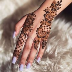 94 Easy Mehndi Designs For Your Gorgeous Henna Look Finger Henna Designs, Simple Arabic Mehndi Designs, Indian Mehndi Designs, Henna Art Designs, Stylish Mehndi Designs, Mehndi Designs For Girls, Mehndi Design Pictures, Hena Designs, Beautiful Henna Designs