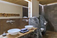 Stein-Badezimmer mit Regendusche im Bauernhaus // Bathroom with rain shower in the cottage Private Sauna, Rain Shower, Bathroom Lighting, Sink, Cottage, Mirror, Furniture, Home Decor, Wood Burner