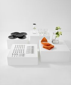 VARDAGEN bord | IKEAcatalogus nieuw 2018 IKEA IKEAnl IKEAnederland eetkamer tafel eettafel maaltijd aankleding feest POKAL glas drinken