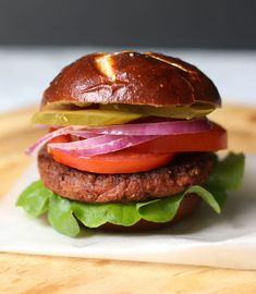Looking for a #plantbased burger that tastes just like the real thing? The #BeyondBurger from Beyond Meat is a plant-based burger patty that looks, cooks, and tastes just like meat! See our review! This post is sponsored by Beyond Meat
