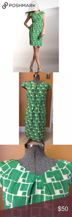 NWT Banana Republic Green Geometric Dress Sz 8 NWT. Banana Republic green and white geometric print dress. Zip back closure. Sz 8 Banana Republic Dresses