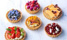 Små mazarintærter med creme og frugt - ALT.dk Danish Food, Sweet Tarts, Mini Cupcakes, Cheesecakes, Candy, Creme, Cookies, Desserts, Inspiration