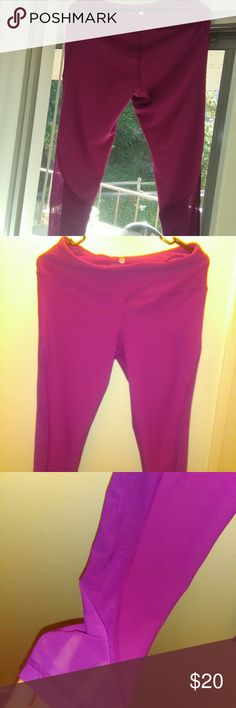 90 Degree active leggings It's like a fuschia purple color .Size Large worn twice.High waisted stretchy and comfortable 90 Degree By Reflex Pants Leggings