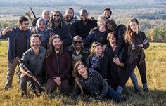 """""""""""The Walking Dead cast behind the scenes of the Season 8 Finale"""" """" - TWD Finale April 2018 Walking Dead Season 8, Walking Dead Tv Show, Fear The Walking Dead, Andrew Lincoln News, Tom Payne, Lauren Cohan, The Avengers, Cinema, Portraits"""