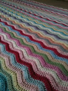Beautiful Big Bed Ripple by Crochet and Cookbooks, via Flickr using Debbie Bliss Baby Cashmerino