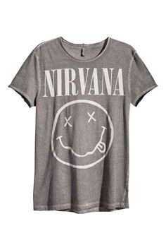107eca2a99 8 Best Concert images | Band shirts, T shirts, Concert outfits