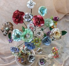These are my most recent recycled CD flowers. All made by melting cd's and forming them. Recycled Cd Crafts, Recycled Garden Art, Recycled Decor, Recycled Materials, Cd Wall Art, Cd Art, Olaf Craft, Cd Mosaic, Frozen Crafts