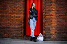 """""""A Fashion that does not reach the Streets, is not Fashion"""" - Coco Chanel Model Street Style, Rocker Style, Black Loafers, Get Dressed, What To Wear, Duster Coat, Dresses For Work, Style Inspiration, Casual"""