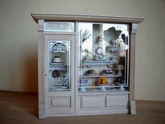 Schaukasten Konditorei Reutter Porzellan gefüllt  Puppenhaus Puppenstube 1:12