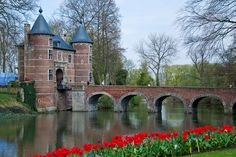 The Groot-Bijgaarden is a must-see for tulip and spring bulb lovers. the Garden is open this year from from 8 April until 6 May.