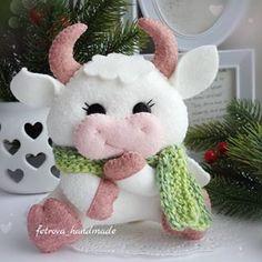 Embroidery Flowers Pattern, Flower Patterns, Cow Craft, Christmas Elf Doll, Baby Mobile Felt, Homemade Dolls, Felt Toys, Felt Art, Felt Ornaments