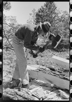 Photo:Using a broad axe in hewing ties,Pie Town,New Mexico in Art, Photographs, Contemporary Green Woodworking, Woodworking Projects, New Mexico, Cork Dartboard, Pie Town, Blacksmithing Knives, Beil, Go Outdoors, Wood Joinery