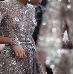 WEBSTA @ fashionistaoverdose - Luxo da Alta Costura ✨...#altacostura #vestido #vestidos #statement #vestidodefesta #fashion #moda #modafeminina #modablogueira #modaparameninas #modaparamulheres #princesa #bordados #gown #gowns #statementdress #glitter #bordado #vestidodeluxo #vestidobordado #glamour #luxo #luxury  #luxurydress #vestidododia #dressoftheday #sparkle
