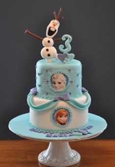 Got a Frozen fanatic in your house with a birthday coming up? Here are 8 of the Coolest Frozen Birthday Cakes Ever, guaranteed to make sure your child's cake is the centre of attention! Bolo Frozen, Torte Frozen, Frozen Party Cake, Disney Frozen Cake, Frozen Birthday Cake, Disney Cakes, Party Cakes, 3rd Birthday, Disney Olaf