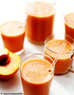 Mixez 100 g d'abricots avec 15 g de framboises, un trait de citron vert et des glaçons.