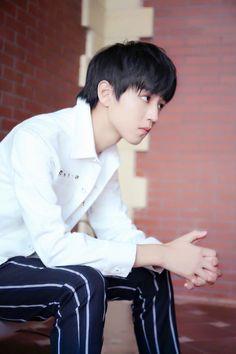 王俊凯 - 在微话题一起聊聊吧!