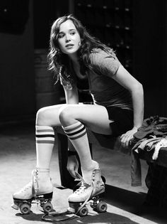 Ellen Page - Roller derby. Whip It is what made me realize how badly I missed roller skating at all! Ellen Page, Poses, Estilo Taylor Swift, Skate Girl, Film Serie, Roller Skating, Skating Rink, Celebs, Skater Girls
