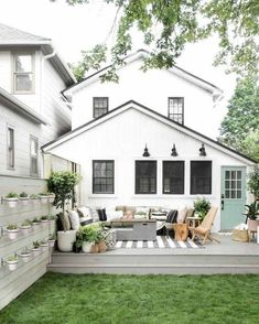 Awesome outdoor patio with the whole perimeter being steps
