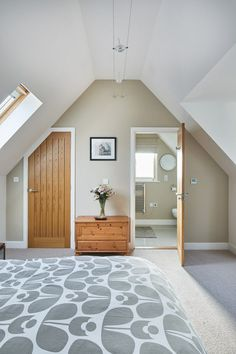 Master bedroom with en-suite bathroom. By Potton, Self-Build Specialists Cottage House Designs, Country House Design, Cottage Style Homes, Brown Leather Sofa Living Room Decor, Dormer Bungalow, Bungalow Bedroom, Self Build Houses, Master Bedroom, Bedroom Decor