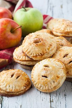 Homemade apple hand pies featuring a juicy apple pie filling encased in a buttery, flaky pie crust. The yummy taste of traditional apple pie in an adorable, handy size.
