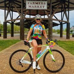 Women in tights. Women on bikes. Cycling News, Road Cycling, Races Outfit, Pedal, Mountain Bike Shoes, Cycling Girls, Good Looking Women, Bicycle Girl, Bike Design