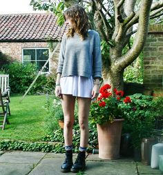 Doc Martens gray sweater w Hite dress Dr. Martens, Doc Martens Outfit Summer, Cool Outfits, Casual Outfits, Winter Outfits, Dr Martens Style, Grunge Fashion Soft, Daily Fashion, Style Guides