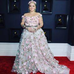 """894 Me gusta, 17 comentarios - The Curvy Fashionista (@thecurvyfashionista) en Instagram: """"Ohhhhhh @elleking looks like a princess at the #grammys!  #redcarpetcurves #tcfstyle…"""""""