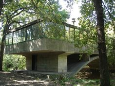 yet another view - a house like a bridge -  Casa sobre el Arroyo en Mar del Plata, Argentina / Amancio Williams - 1943-1945