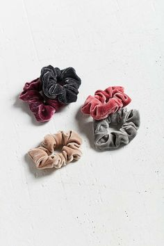 Slide View: 1: Velvet Hair Scrunchie Set