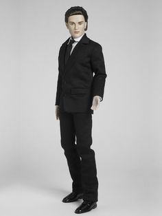 Edward Cullen at the prom - LE of 1500 , Robert Pattinson face sculpt on Matt O'Neill body, original price was $ 139.99 and was an Amazon.com exclusive.