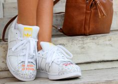 Back to school Starbucks, Back To School, Adidas, Sneakers, Shoes, Fashion, Tennis, Moda, Slippers