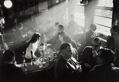 Willy Ronis, Pub in Soho, London, 1955