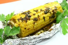 Le pannocchie al cartoccio sono un ottimo contorno per accompagnare piatti di carne o pesce alla griglia, ma possono anche essere gustate da sole come gustoso spuntino spezza fame.
