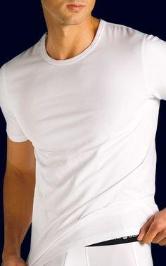 Camiseta algodón elástico manga corta y cuello redondo. Disponible en  blanco c561299e446