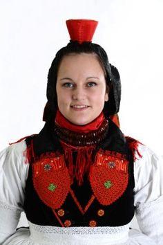 Schwälmer Tracht Halstuch der Frau weitere Fotos #Schwalm Folk Costume, Costumes, German Folk, Ethnic Fashion, Christmas Sweaters, Crochet Necklace, Germany, Folk Clothing, Traditional