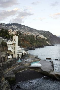 Funchalin upeaa rantanäkymää kaupungin länsilaidalta.  #Funchal #Aurinkomatkat #Madeira