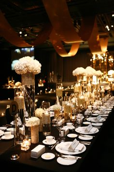 43 Stunning Black Christmas Decorations Ideas - About-Ruth Gatsby Theme, Great Gatsby Wedding, The Great Gatsby, Trendy Wedding, Wedding Ideas, Wedding Black, Long Table Wedding, Wedding Reception, Black Christmas Decorations