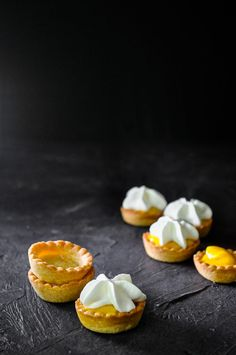 With just a few shortcut ingredients you can make these cute little tarts in less than 30 minutes, including baking time! Simple, delicious and oh-so-adorable! French Desserts, Mini Desserts, Easy Desserts, Delicious Desserts, Lemon Dessert Recipes, Sweet Recipes, Cookie Recipes, Winter Desserts, Thanksgiving Desserts