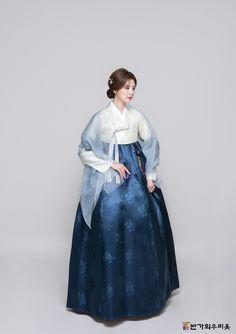 Oriental Dress, Oriental Fashion, Korean Traditional Dress, Traditional Dresses, Hanbok Wedding, Korea Dress, Modern Hanbok, Cosplay Outfits, Korean Outfits