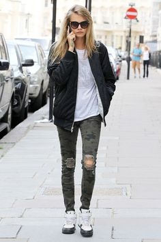 Cara Delevingne / Casual look #whitetee #caradelevingne #casual White T-Shirt
