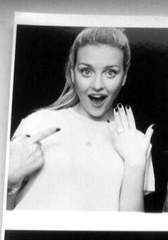 Perrie showing off her GORGEOUS ring!!