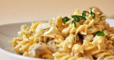 Tavaszi zöldhagymás-mascarponés fusilli recept képpel. Hozzávalók és az elkészítés részletes leírása. A Tavaszi zöldhagymás-mascarponés fusilli elkészítési ideje: 20 perc Smoothie Fruit, Pasta Recipes, Cooking Recipes, Little Kitchen, No Cook Meals, Pasta Salad, Macaroni And Cheese, Paleo, Food And Drink