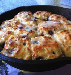 Sweet Blueberry Biscuits – made these for Christmas brunch and they were a BIG hit. So good and easy! Sweet Blueberry Biscuits – made these for Christmas brunch and they were a BIG hit. So good and easy! Iron Skillet Recipes, Cast Iron Recipes, Skillet Meals, Skillet Cooking, Grill Skillet, Cooking Beets, Dutch Oven Cooking, Cooking Pasta, Camping Cooking