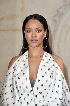 Rihanna faz apelo por pistas para encontrar sua ex-dançarina desaparecida